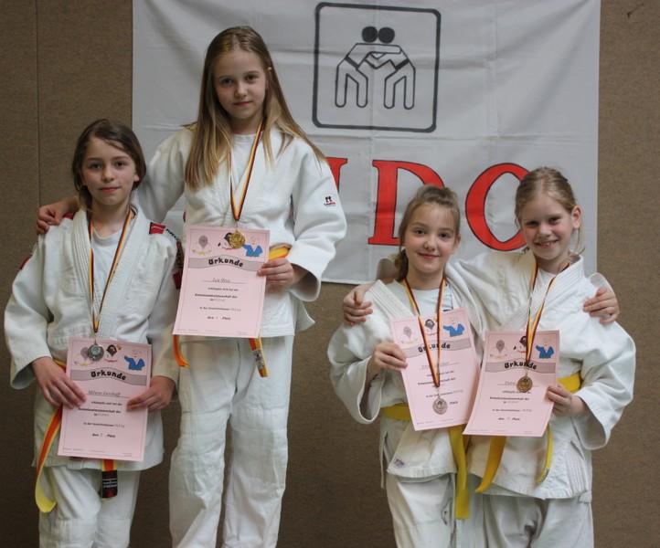 Girlie Power!  alle U12-Judoka vom SC nach Abschluss der Veranstaltung