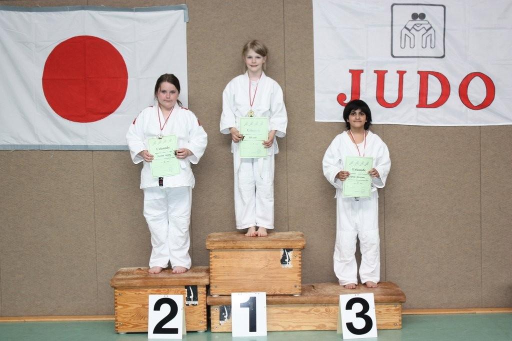+ 37 kg - 1. Tarja Witt, 2. Charlene Hennig, 3. Harmit Hannemann