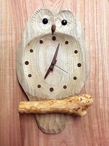 ふくろうの掛け時計お目覚め