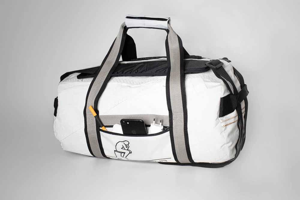 3 Tragevarianten: Die Tasche kann als Tragetasche verwendet werden oder mit den Schultergurten als Rucksack getragen werden.  In Kombination mit den handlichen Seitengriffen an den Enden kann sie leicht gehoben werden.