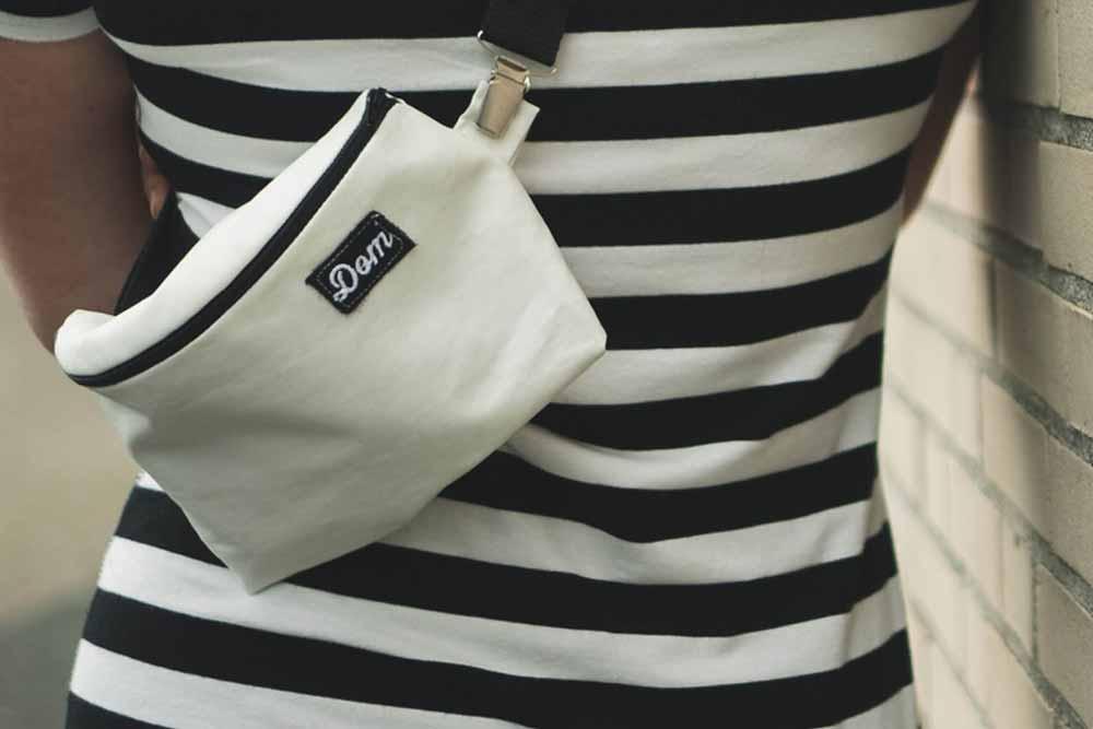Verstellbare Träger: Die Träger sind verstellbar und so kann die Tasche in individuellen Stil getragen werden. Um die Taille oder diagonal über die Schulter. Dabei bleiben die Hände frei, obwohl man die wesentlichen Dinge bei sich hat.