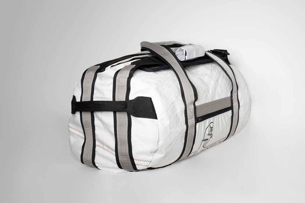 Hybridfunktionen: Nicht nur Le Penseur ist ein Hybrid, sondern auch die von uns kreierte Tasche. Es ist eine Reisetasche, die auch als Rucksack getragen werden kann.