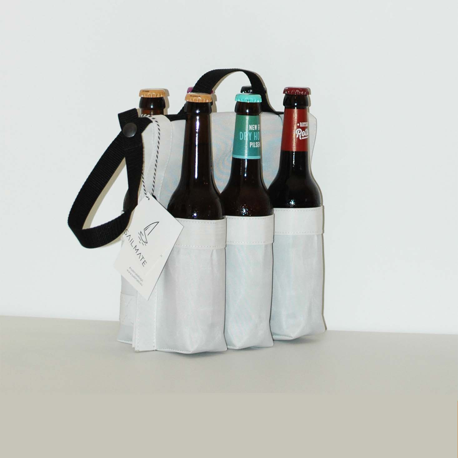 A super flexible beer carrier that is handy in many conditions