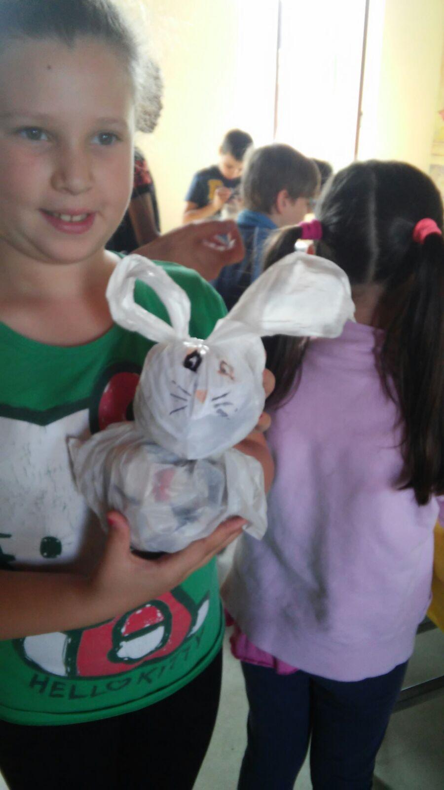 Piccoli soffici coniglietti riciclati