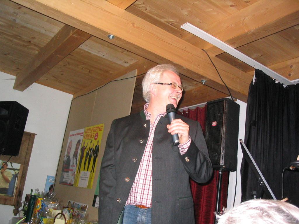 Walter begrüßt seine Gäste im Huberhof in Schnellertsham