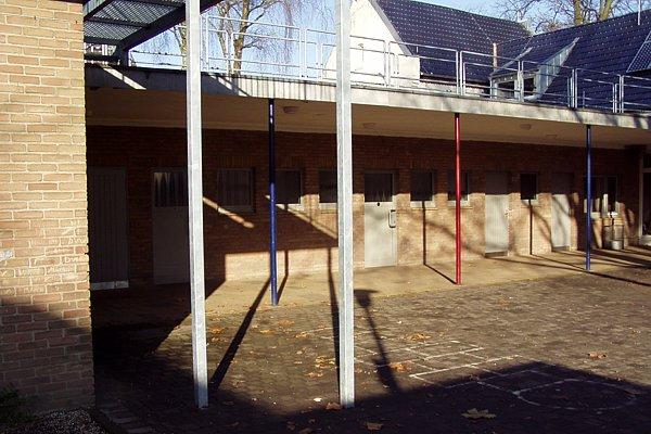 Schulhof im Mai 2010
