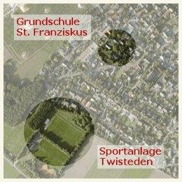 Luftaufname der Schule und Sportanlage