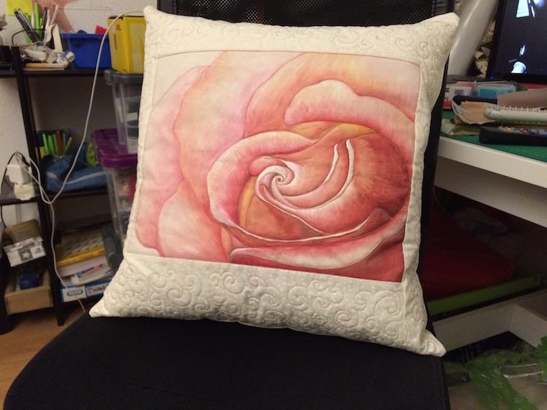 Rosenkissen (gemalt und gequiltet)