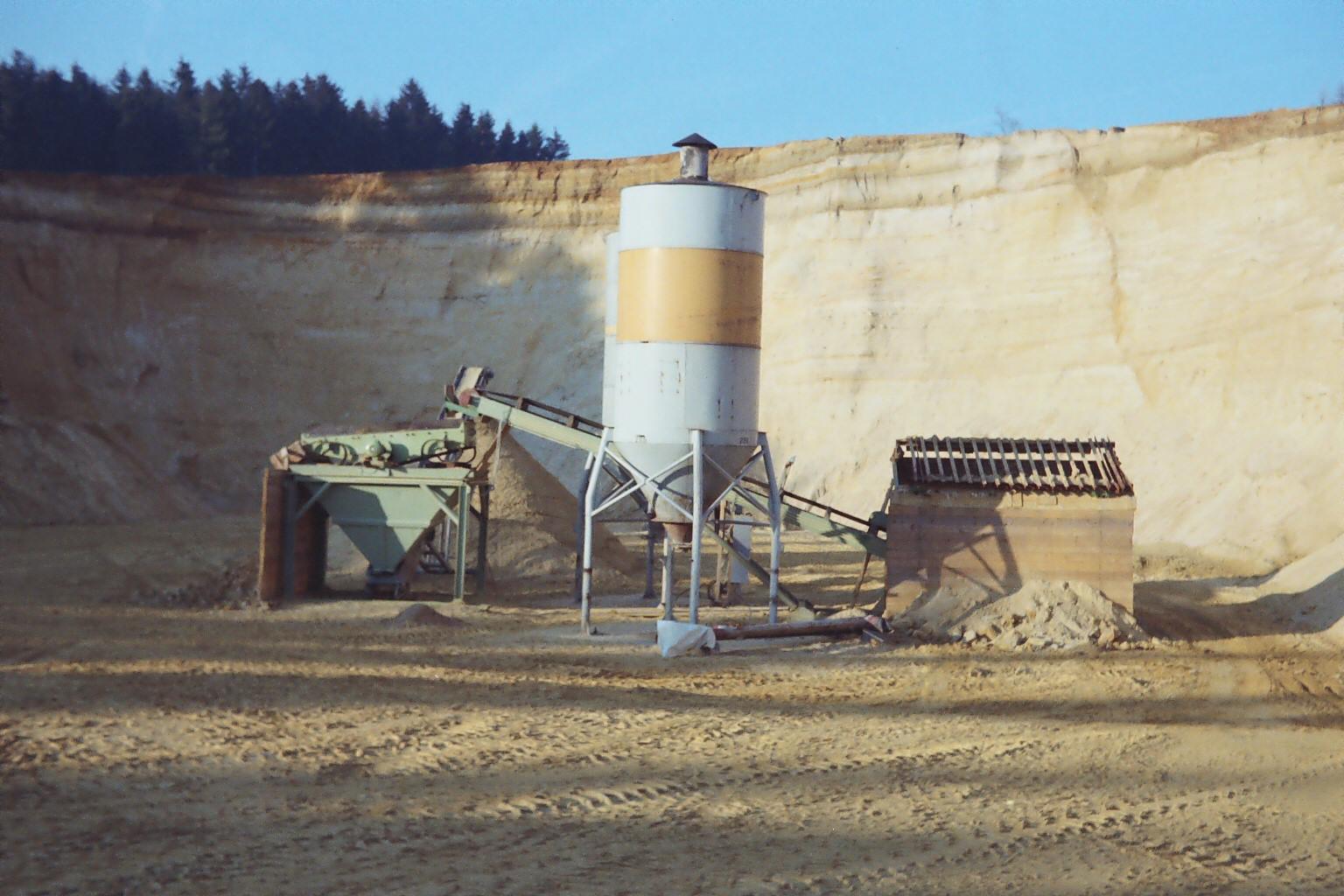 Maschinenpark in der Sandgrube Flög