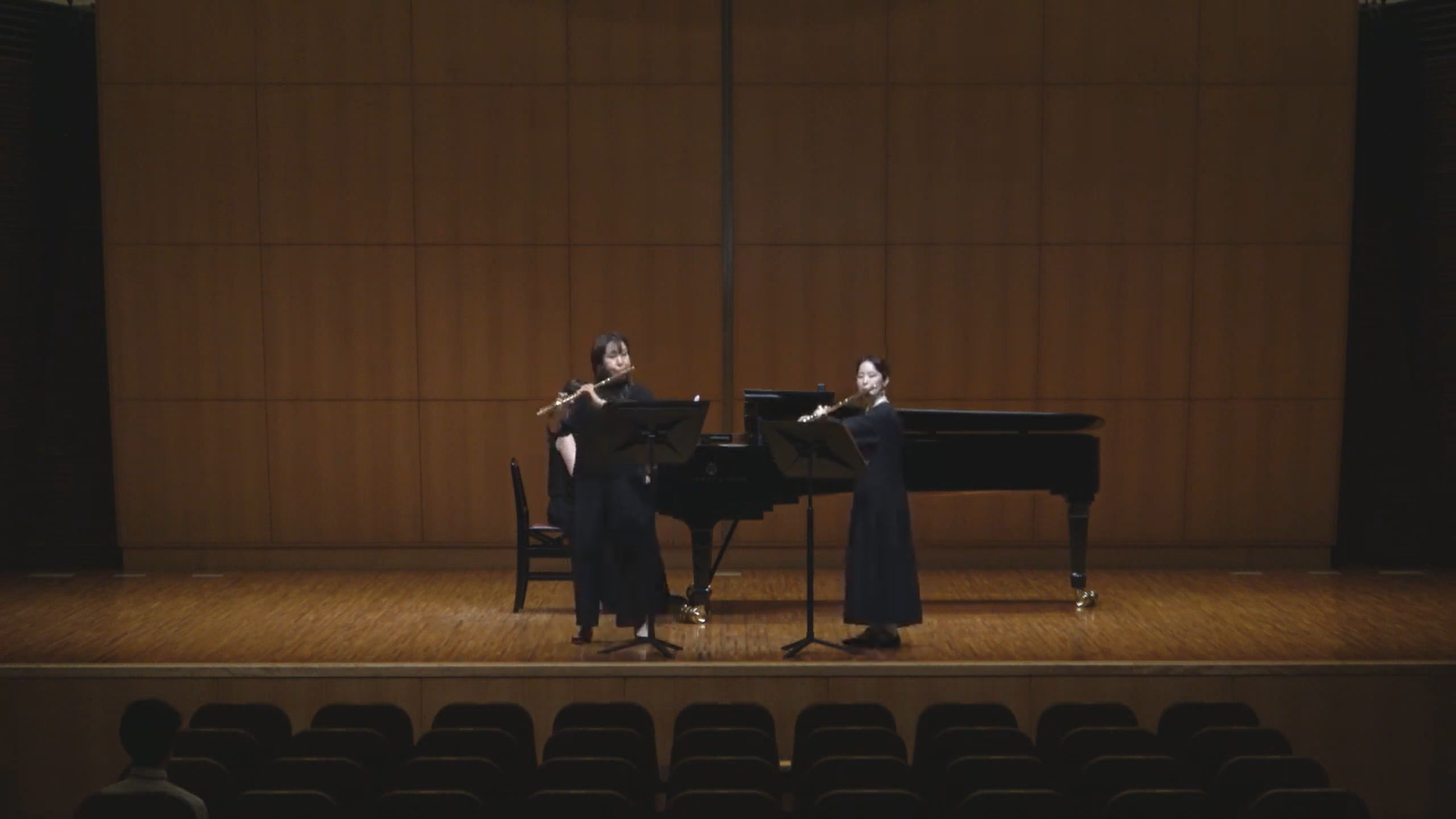 ユニバーサルフルートオーケストラジャパン(UFO)コンサートマスター、植田恵子先生と生徒さんのフルートデュオ。