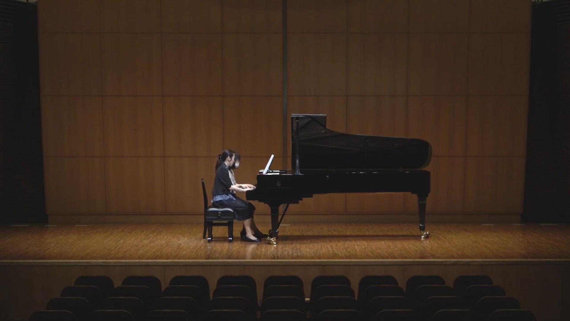 生徒さんとピアノ講師が連弾を弾いて下さいました。