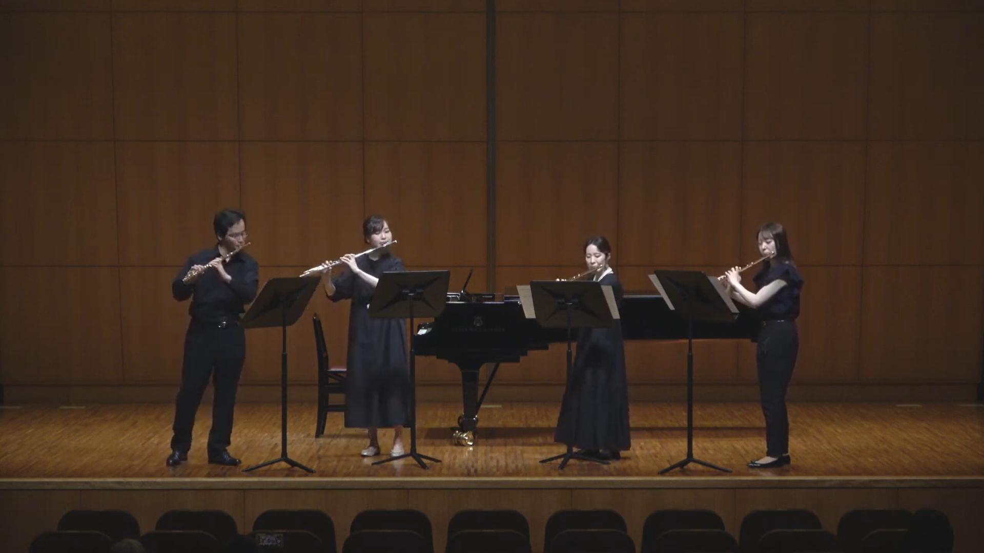 仙台フィル首席奏者戸田敦氏と、若手フルーティストによるフルートカルテットの演奏です。