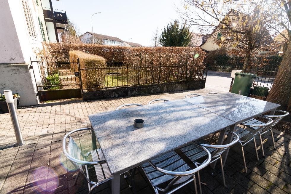 Einblick in die WG ANDOH AG: Unser Garten-Sitzplatz. Quelle: Selbst erstellt.