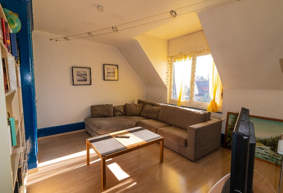 Einblick in die WG ANDOH AG: Wohnzimmer. Quelle: Selbst erstellt.