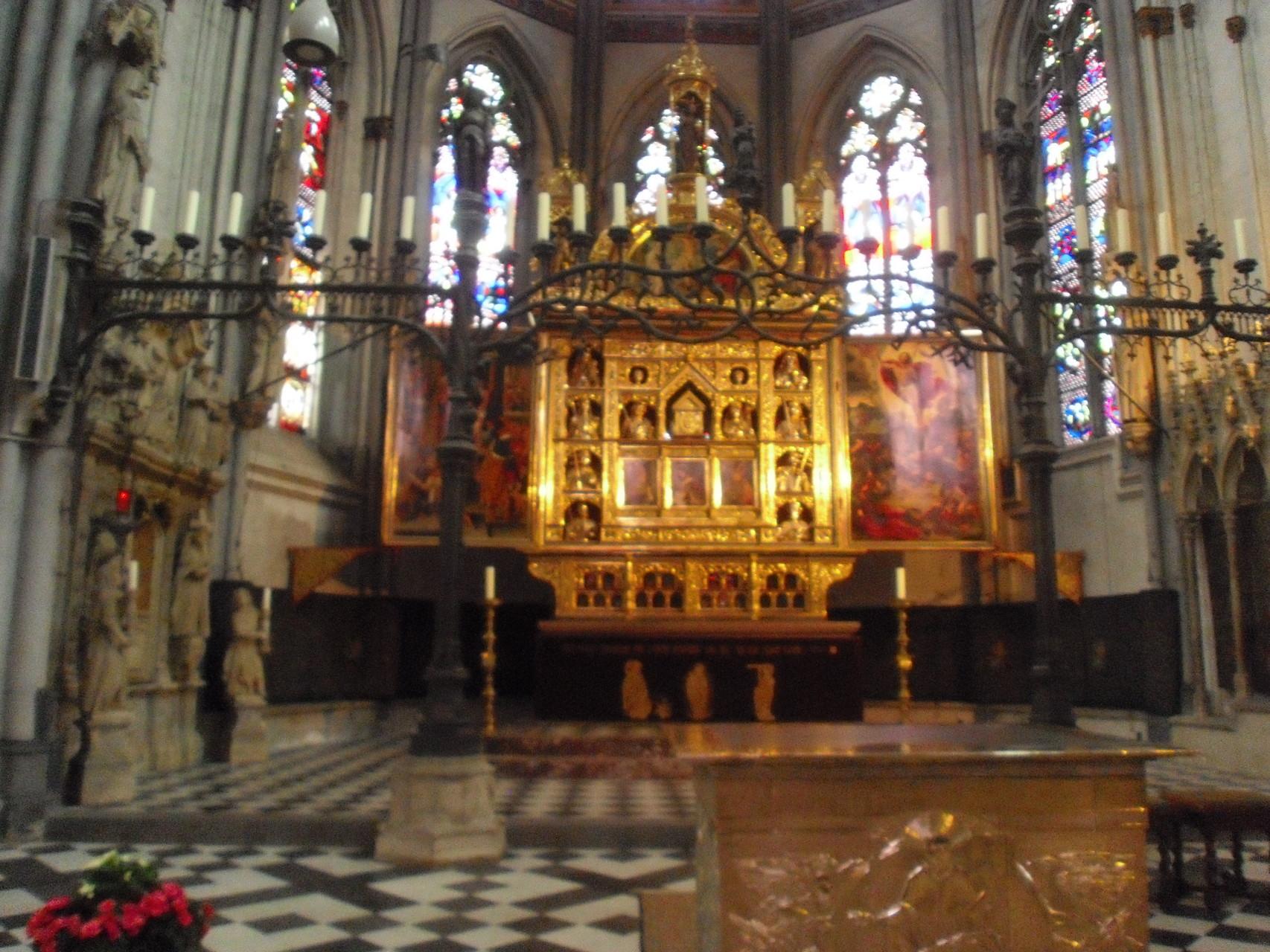 Der Reliquienaltar im Dom zu Xanten