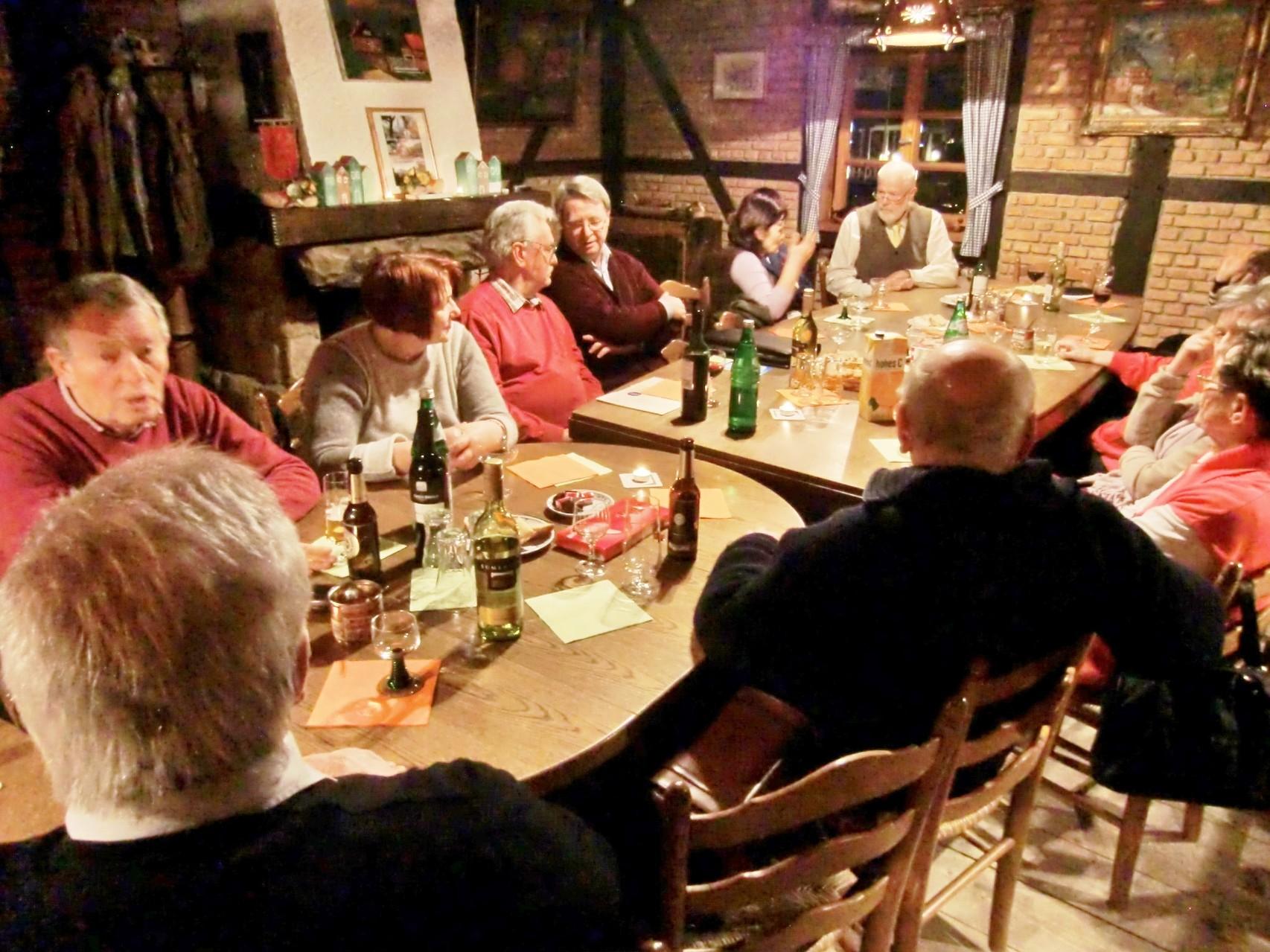 Gespräch am Tisch und über den Tisch