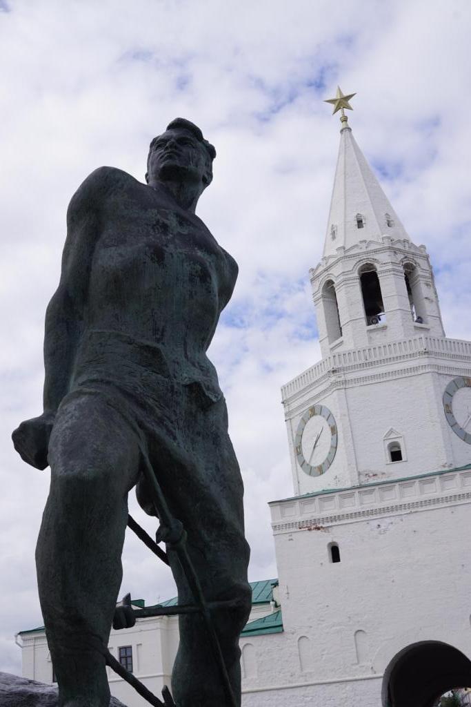 Mussa Dschalil-Statue, Kasan