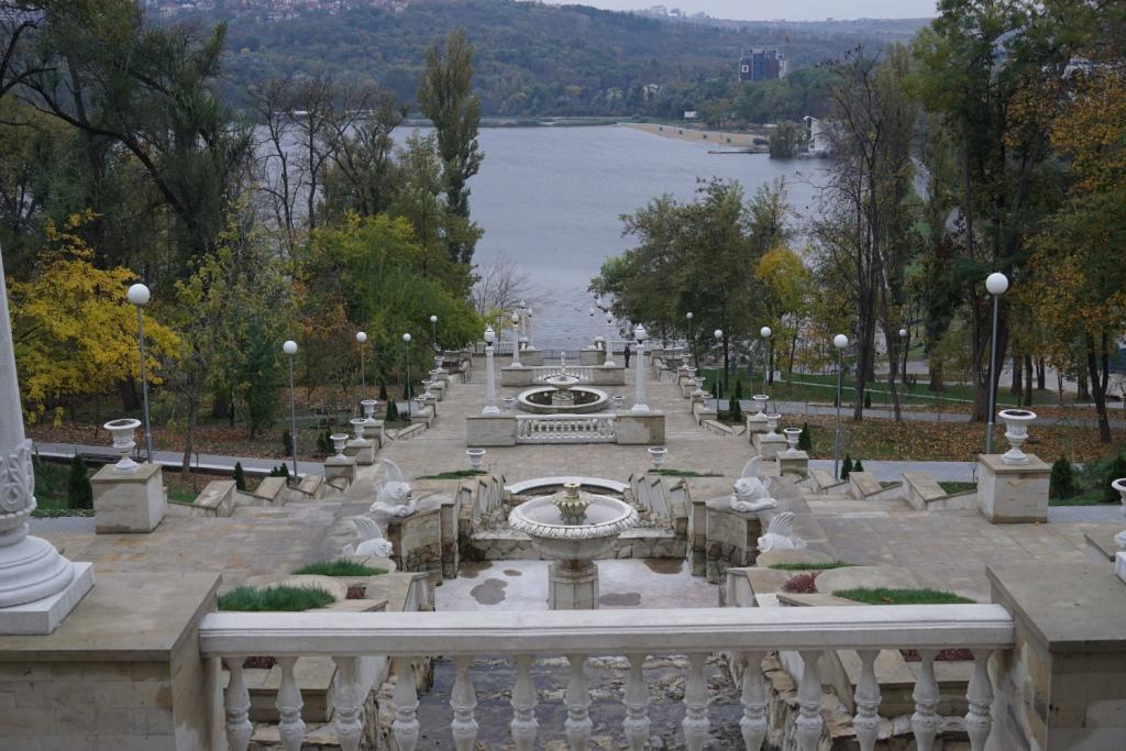 Treppe im Valea Morilor-Park, Kischinau, Moldawien