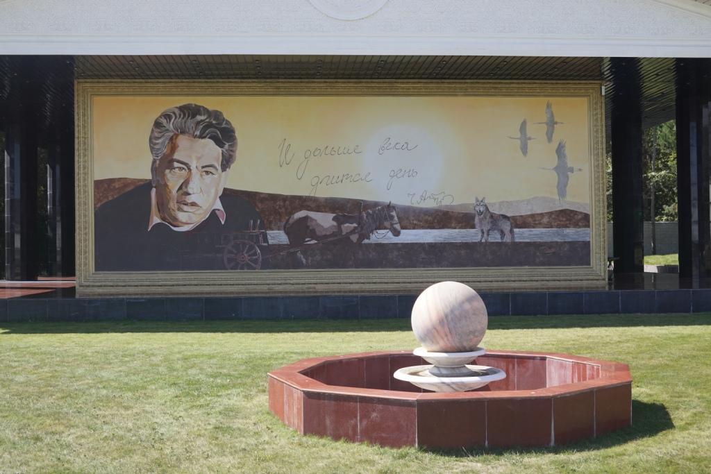 Erinnerung an Tschingis Aitmatov am Issyk Kul, Kirgistan
