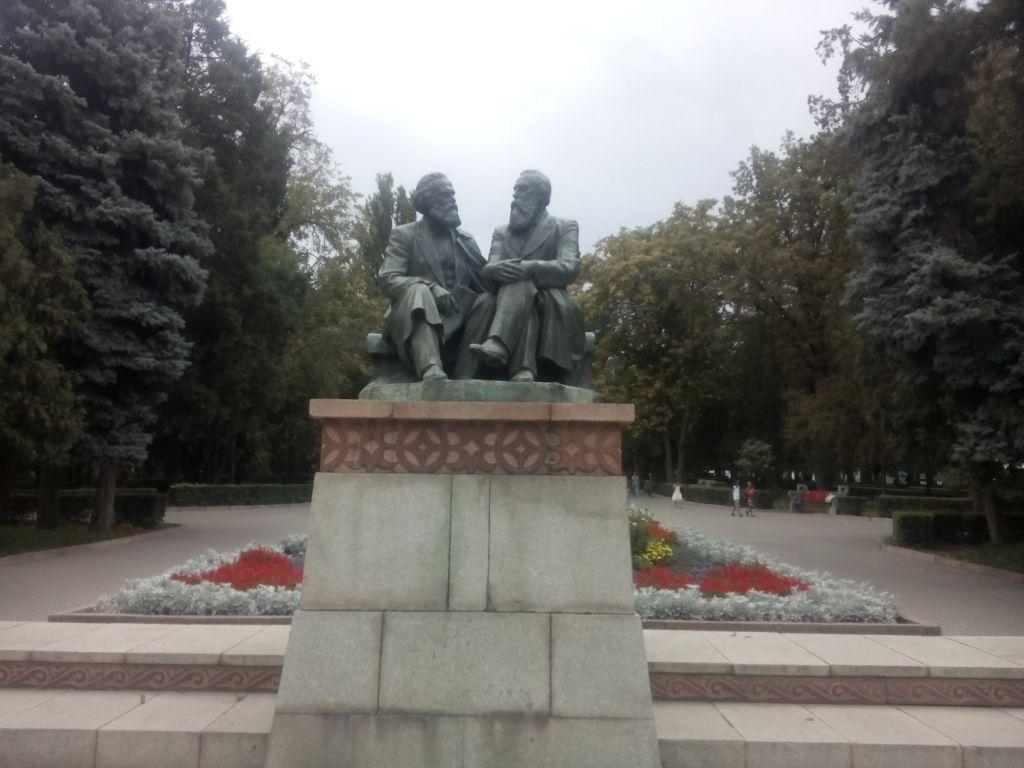 Karl und Friedrich in Bischkek, Kirgistan