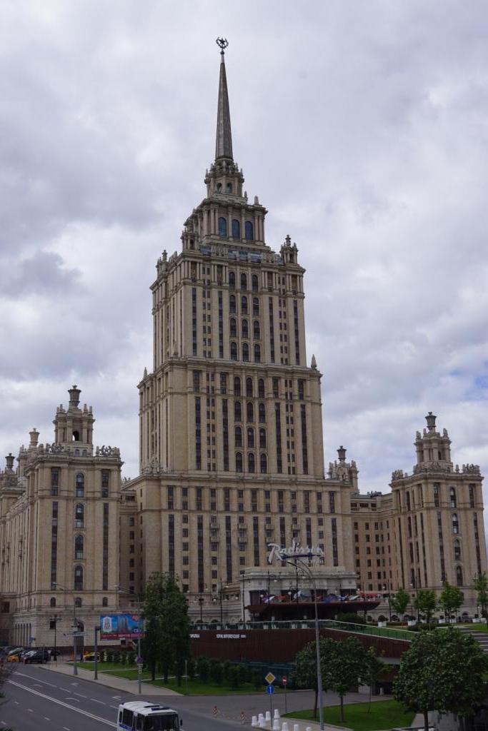 das ehemalige Hotel Ukraina in Moskau