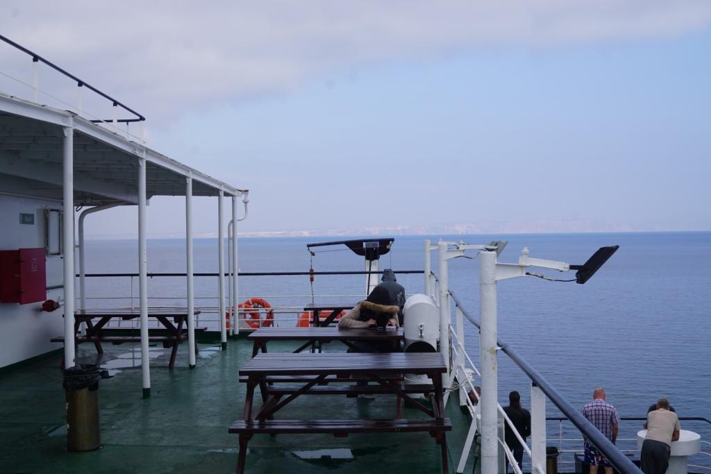 auf dem Schwarzen Meer, im Hintergrund die Krim