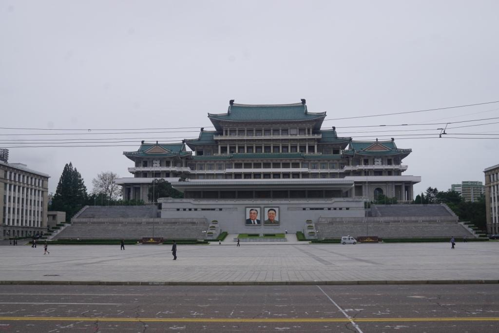 Kim Il-sung und Kim Jong-il, überall in Pjöngjang