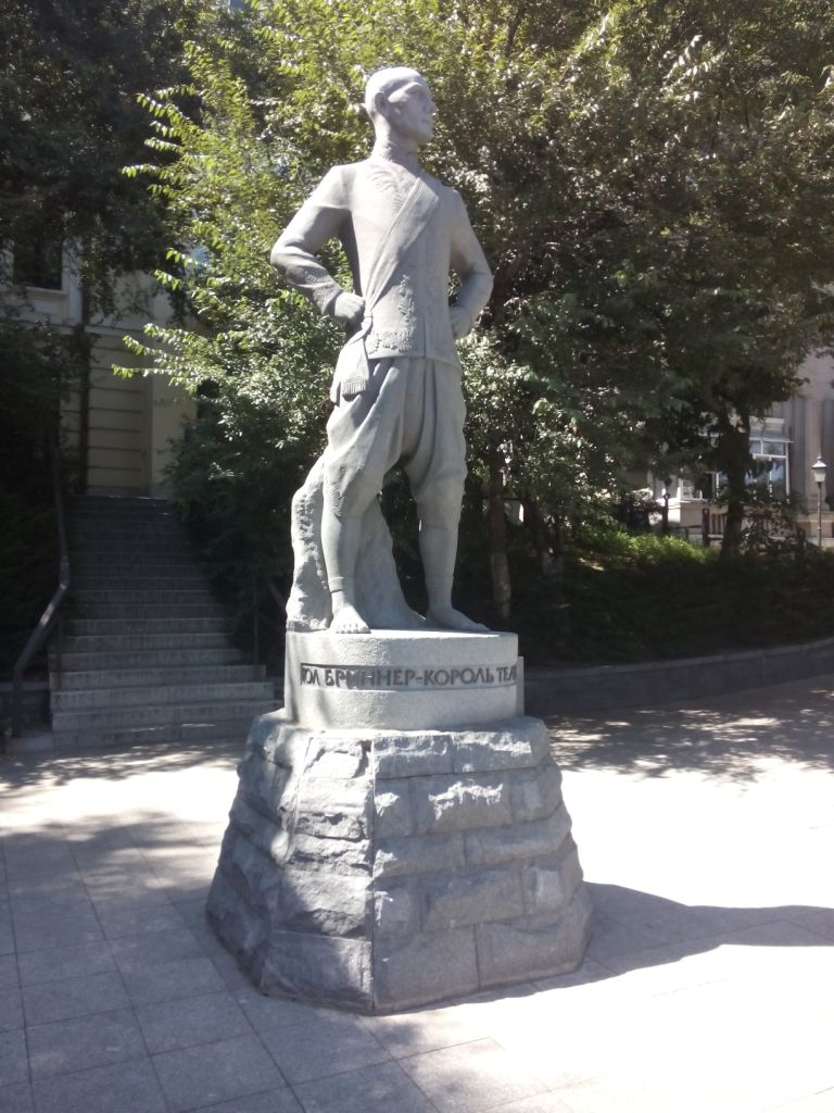 Yul Brunner Statue in Wladiwostok