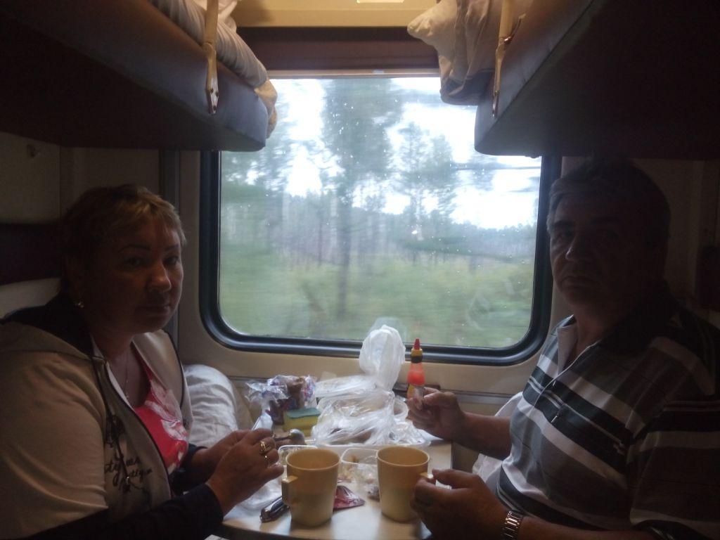 mit Sergej und Tatjana im Zug nach Tynda