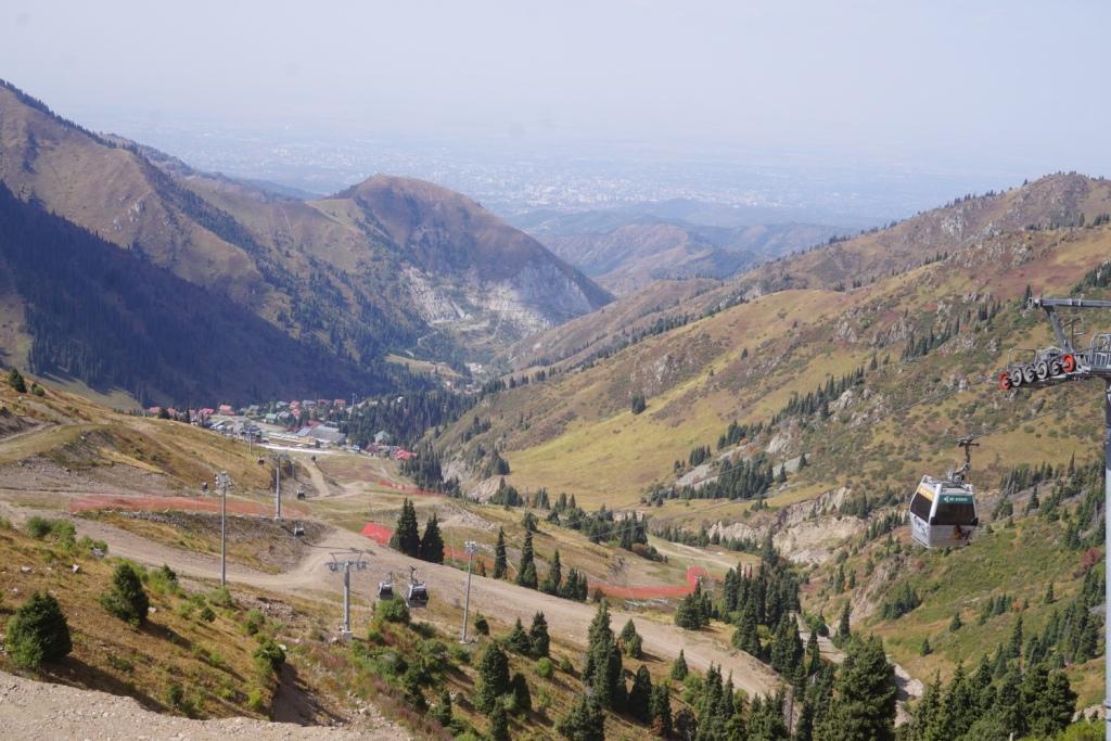 Seilbahn in den Bergen über Almaty, Kasachstan