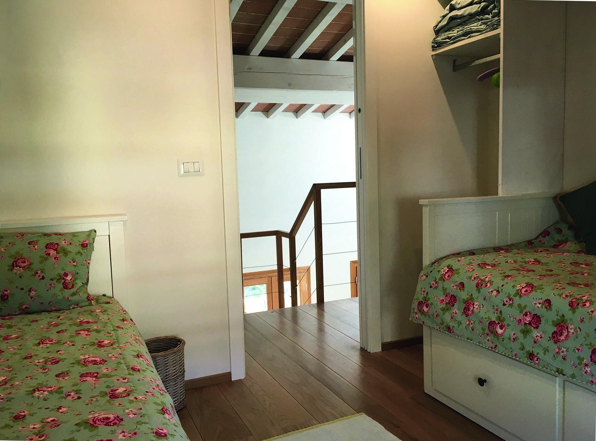 Schlafzimmer Nr. 2 mit zwei Einzelbetten