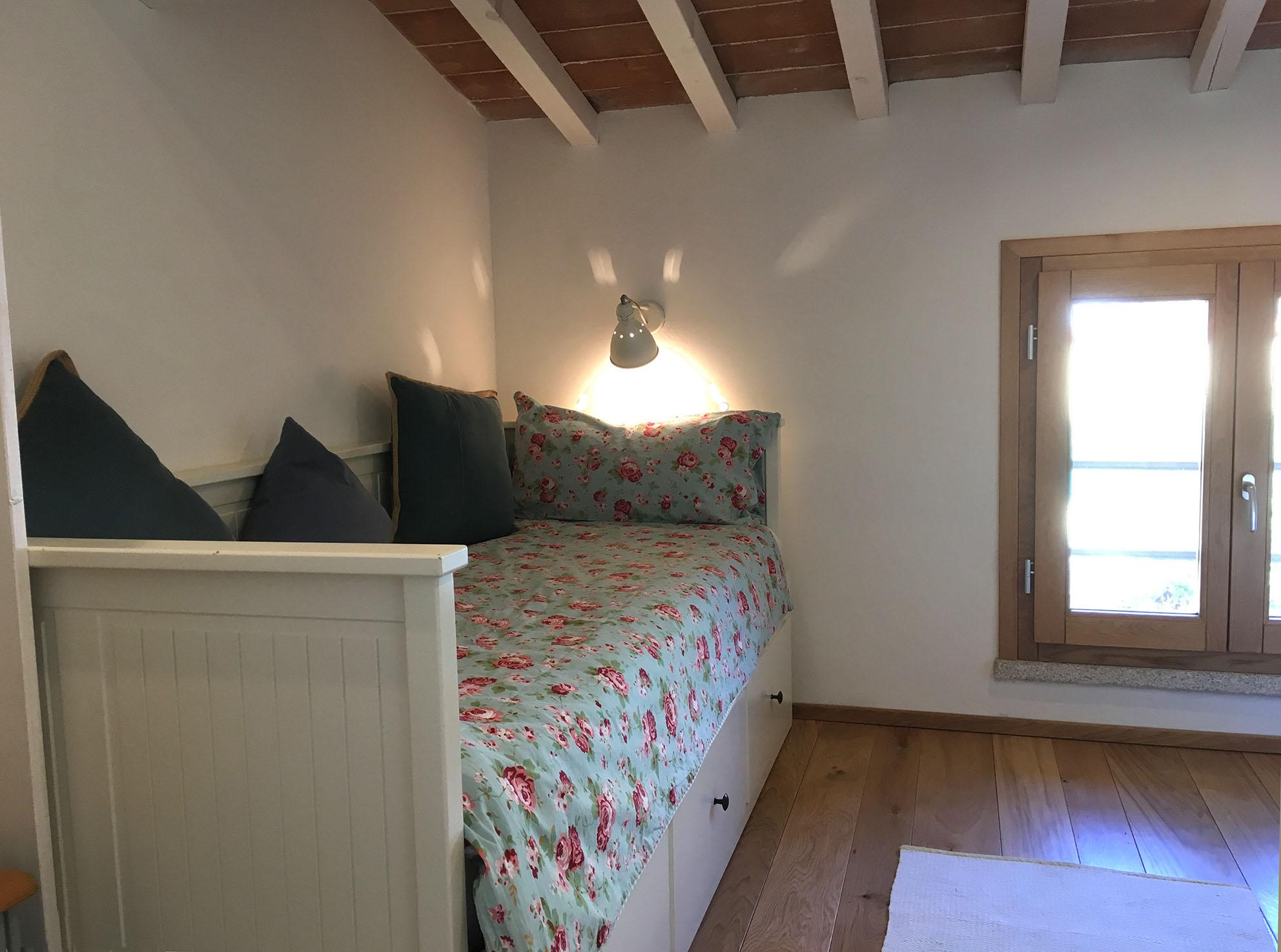 Kinder- und Gästezimmer mit zwei Einzelbetten