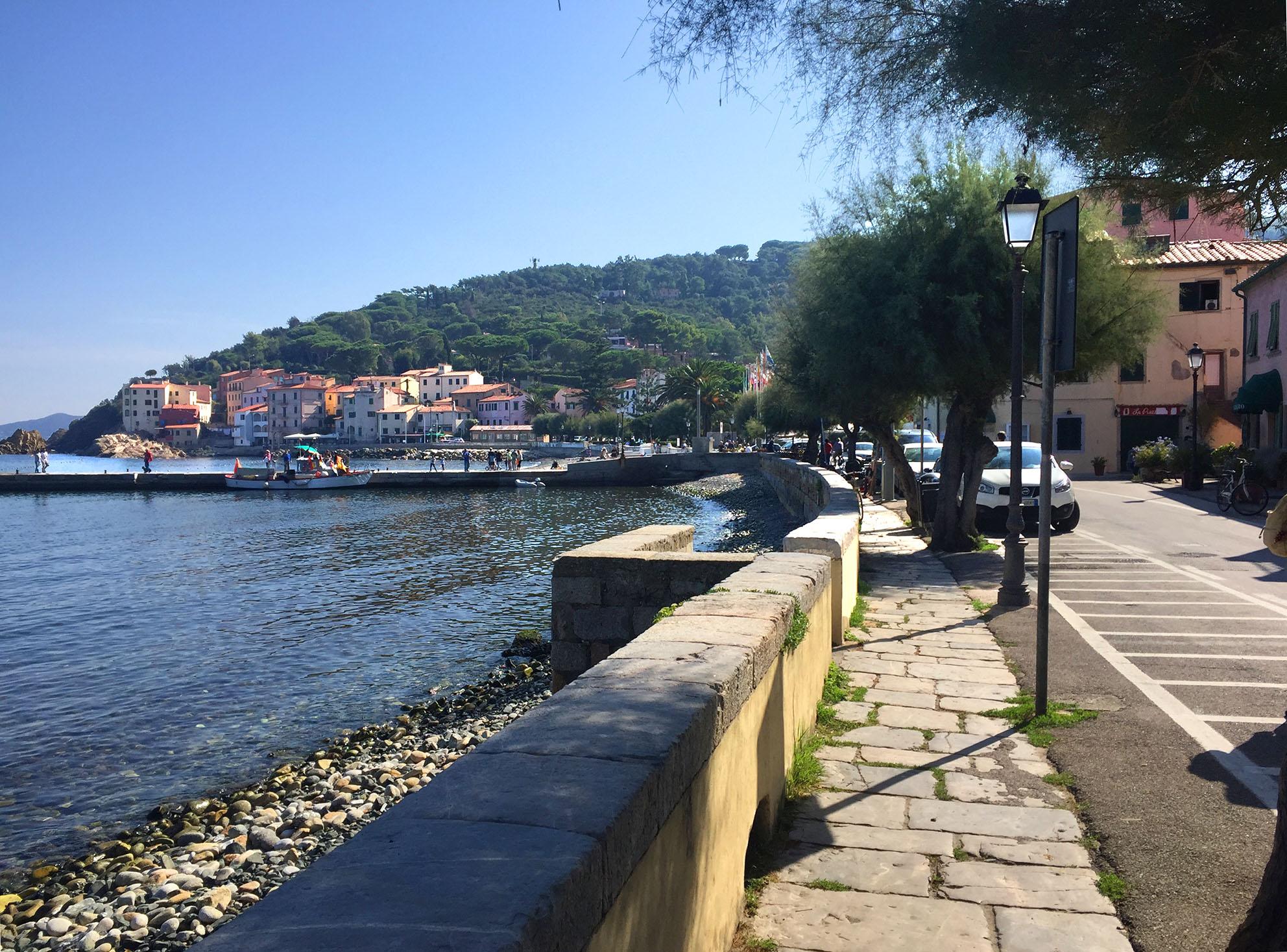 au bord de l'eau à Marciana Marina
