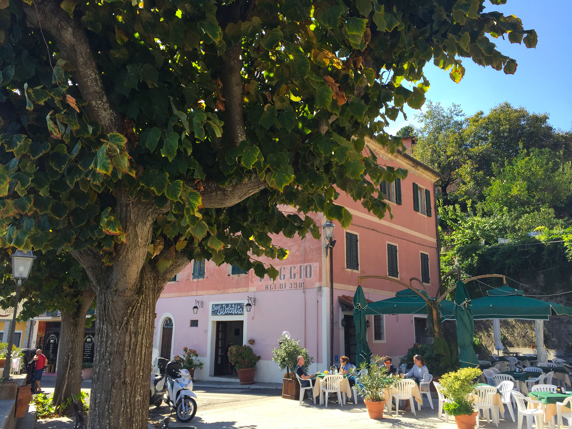in 25 car-minutes you're in enchanting Poggio...