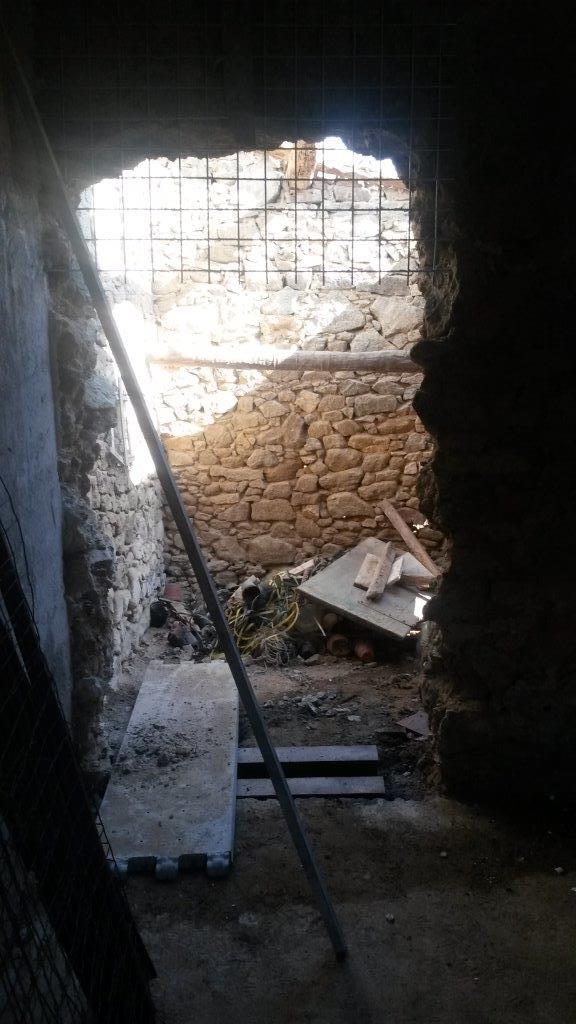 5éme chapitre (juillet 2015) : la vielle hutte devient une nouvelle salle de bains