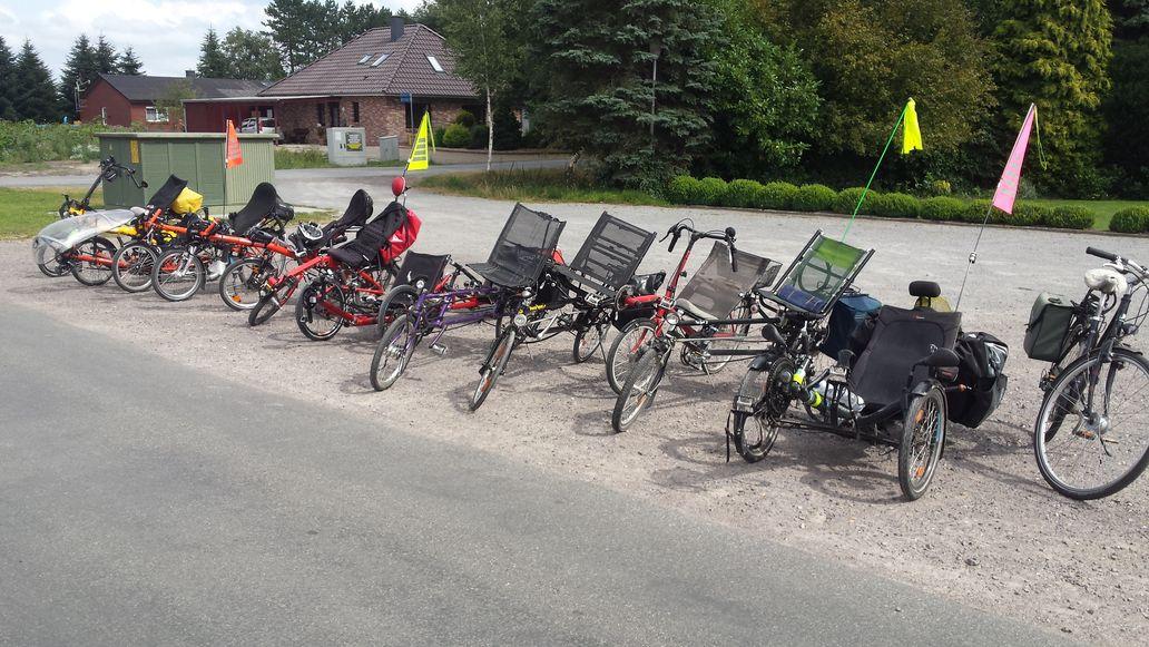Der Parkplatz in Delfhausen reicht für einige Liegeräder!