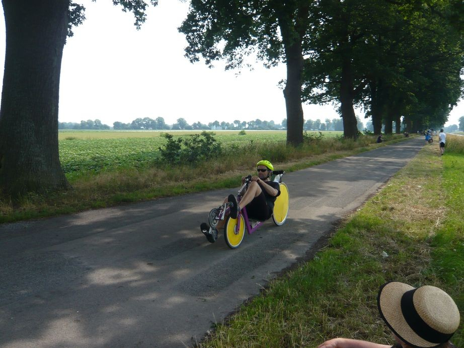 Dieter bringt mit seinem Rapido etwas Farbe in das Rennen.