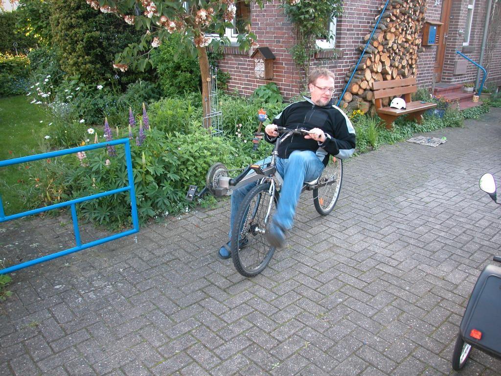 Ulf auf dem Flevo Einspurer gelernt und immer unterwegs, will lieber ohne Lencker fahren ...
