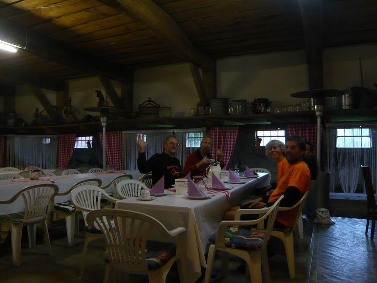 Frühstück im Heuhotel, die Visitenkarte hat getäuscht! Wir kommen gerne wieder!