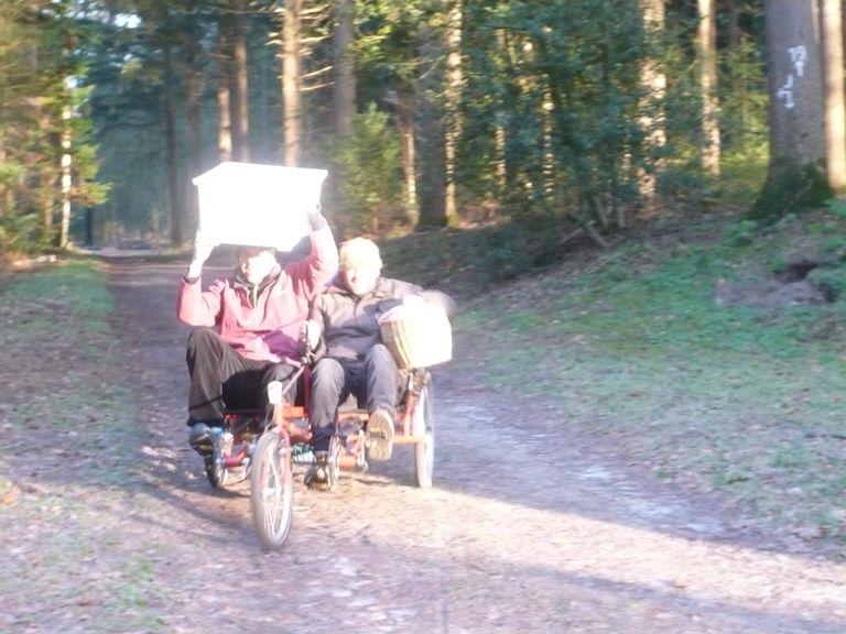Der Butterkuchenexpress mit dem Duo im Barneführerholz.
