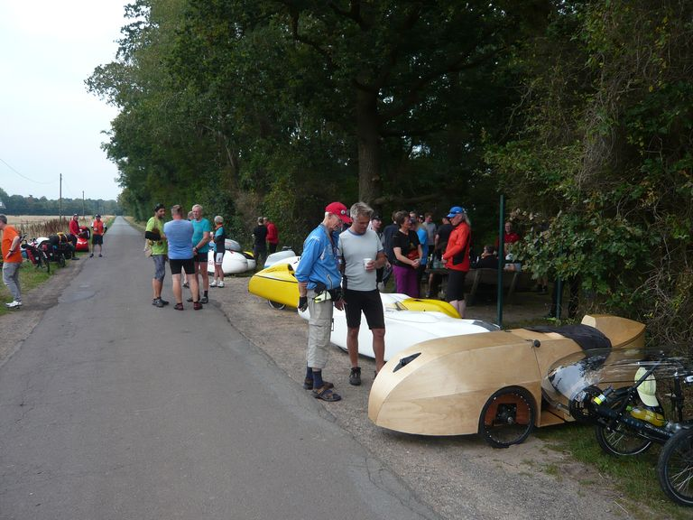 Für reichlich Gesprächsstoff sorgten die verschiedenen Fahrräder an der Mitte von Niedersachsen.