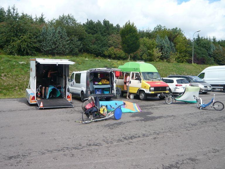 Das Oldenburger Fahrerlager war reichlich mit Isomatten geschmückt.