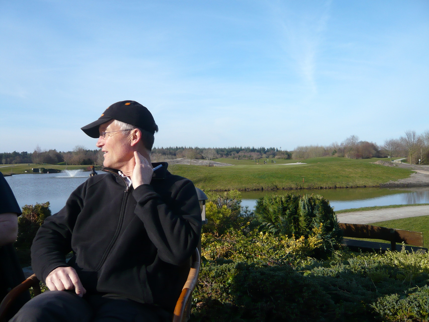 Auch das Cafe am Golfclug hat einen See, ...
