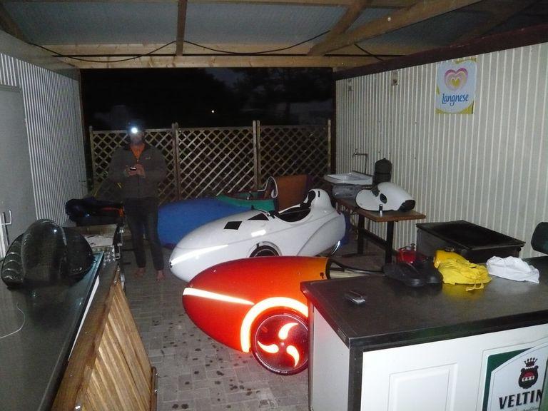 Die Velomobile haben ihr Nachtquartier gefunden.