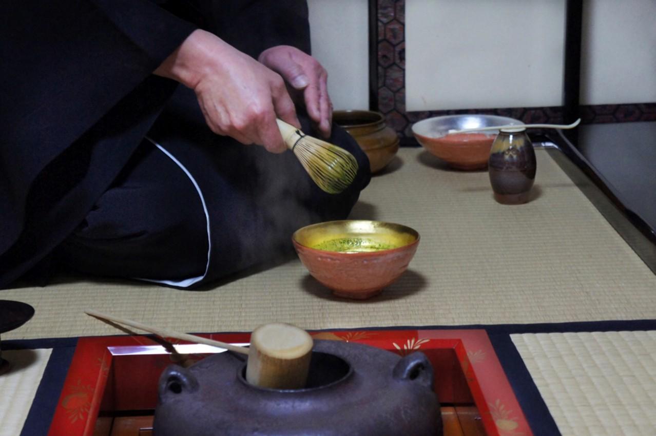 1月6日島台茶碗(大野 暁撮影)