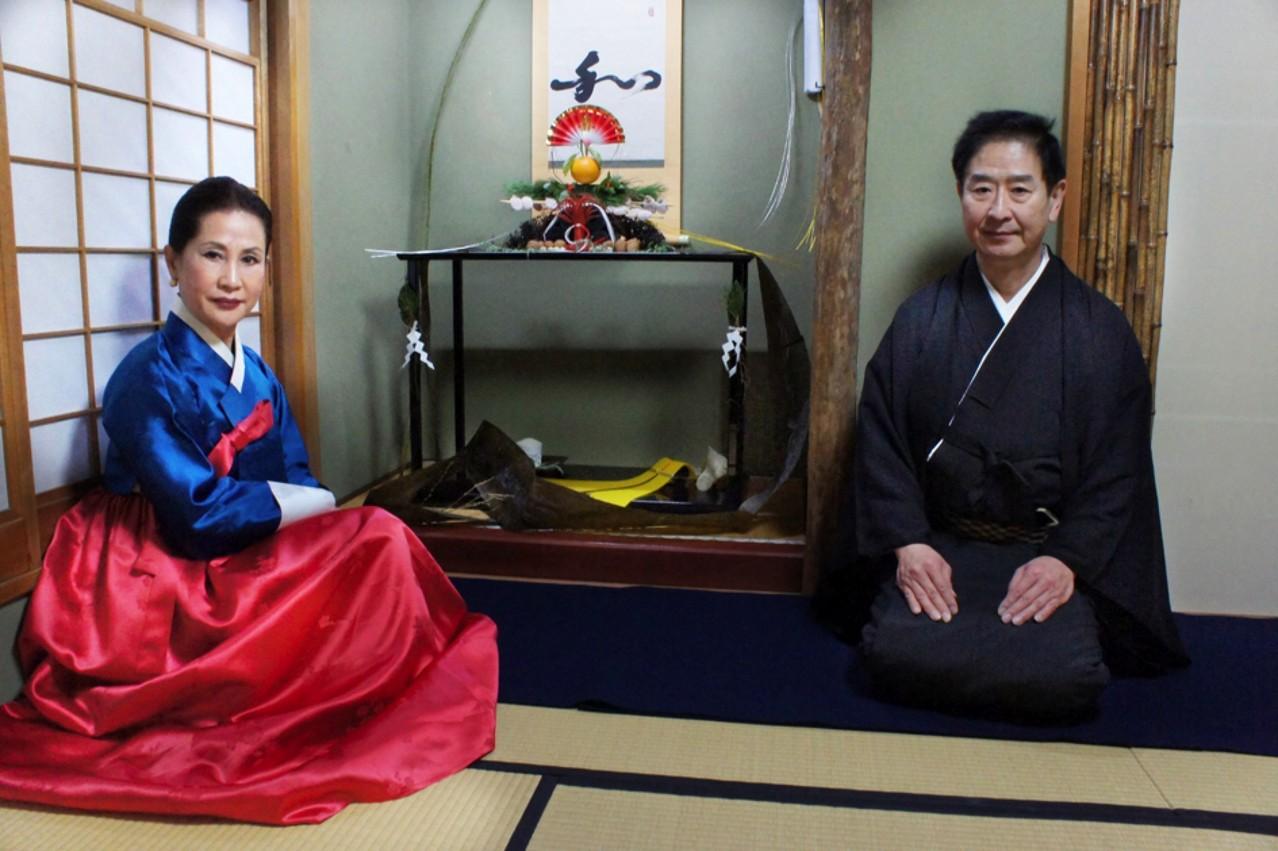 1月6日韓国茶道家・李瑛子さんと宗家(大野 暁撮影)