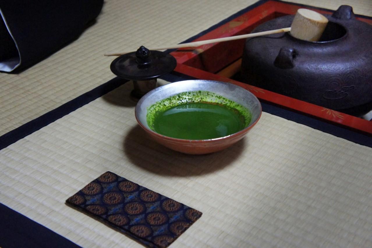 濃茶 花野宗司氏より拝領古帛紗(大野 暁撮影)