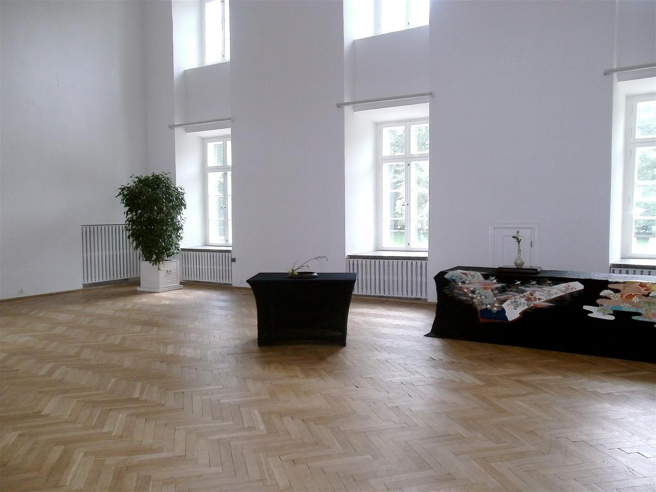 右中央の幕はワルシャワで御世話になった金様に寄贈