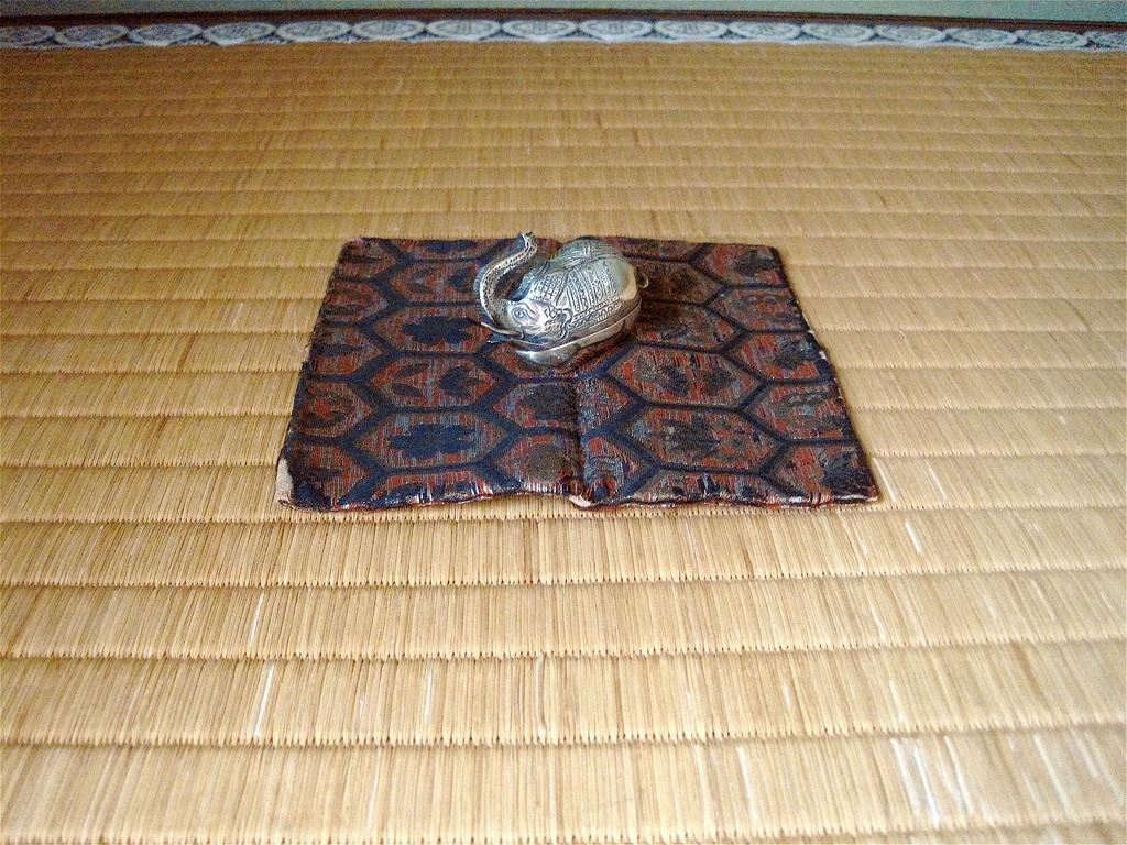 香合 バリ製 南鐐 象(ロンドン支部向出氏のお土産)