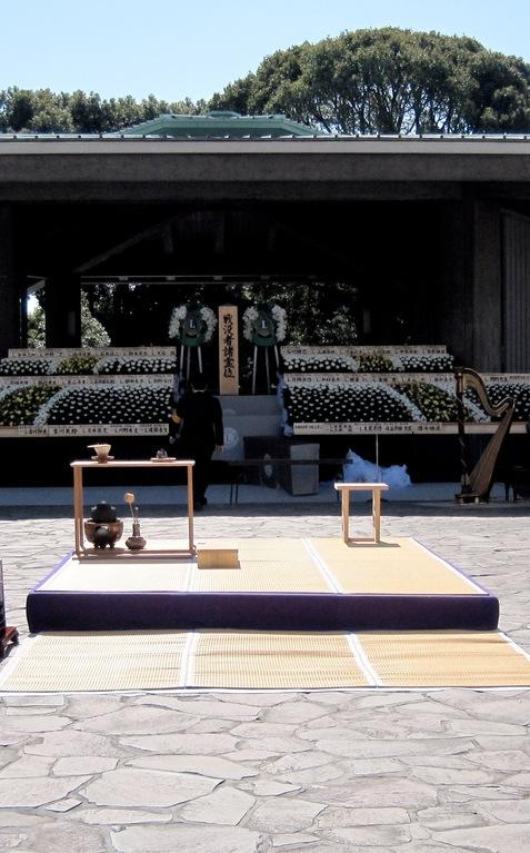 祭壇と献茶台